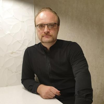 Михаил Владимирович Анестратенко — Режиссер музыкального театра, кандидат искусствоведения.